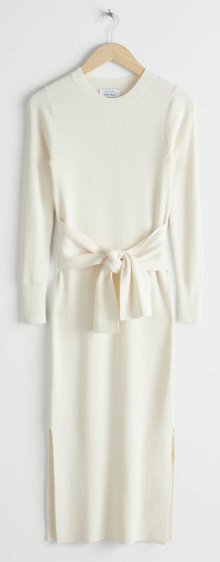 vit ribbtickad klänning från & other stories.