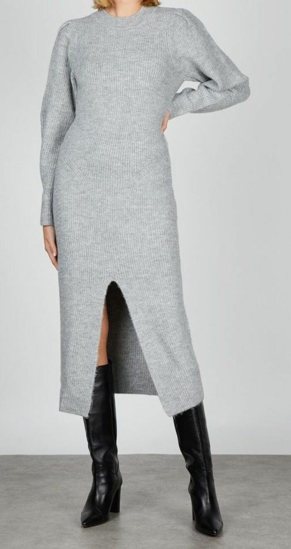 grå ribbstickad klänning från adoore