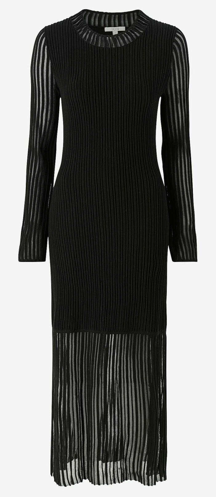 svart ribbstickad klänning från vila