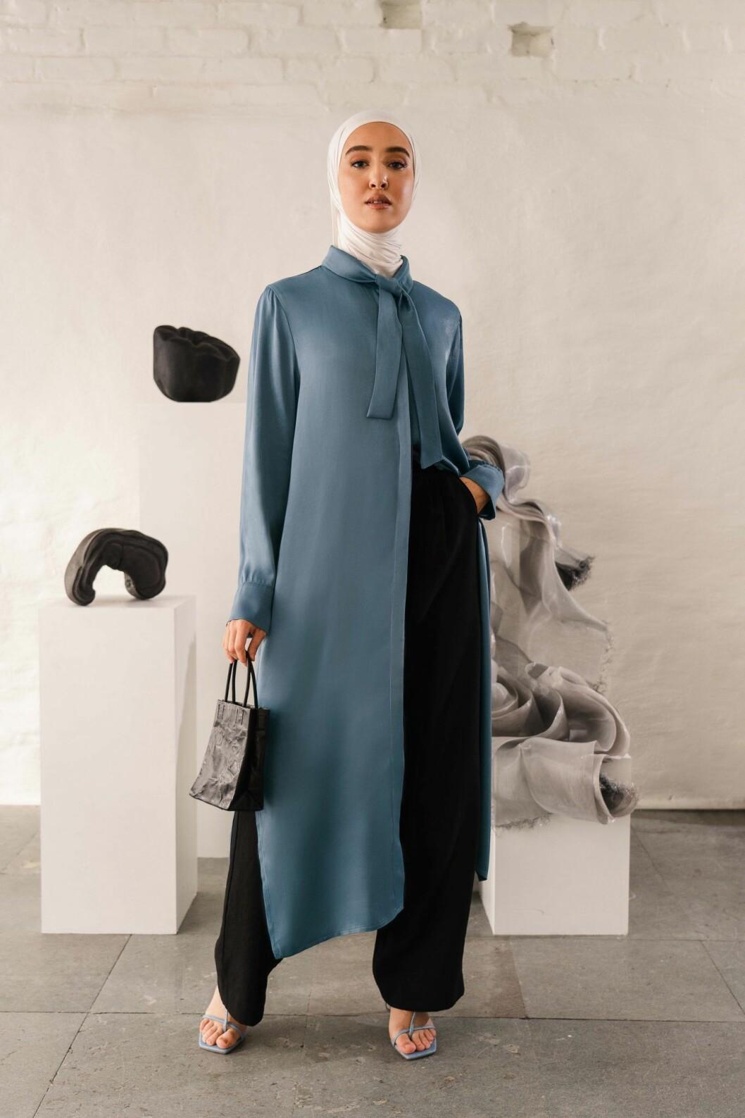Imane Asry x Na-kd: Blå klänning med lång ärm