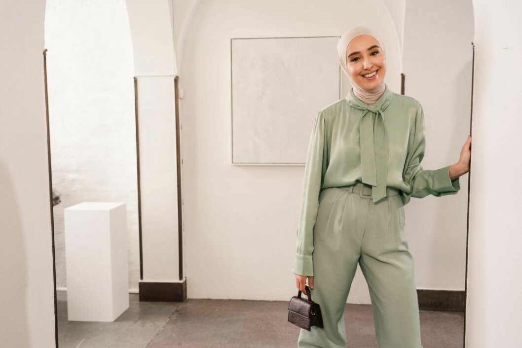 Imane Asry x Na-kd: Grön blus och gröna byxor