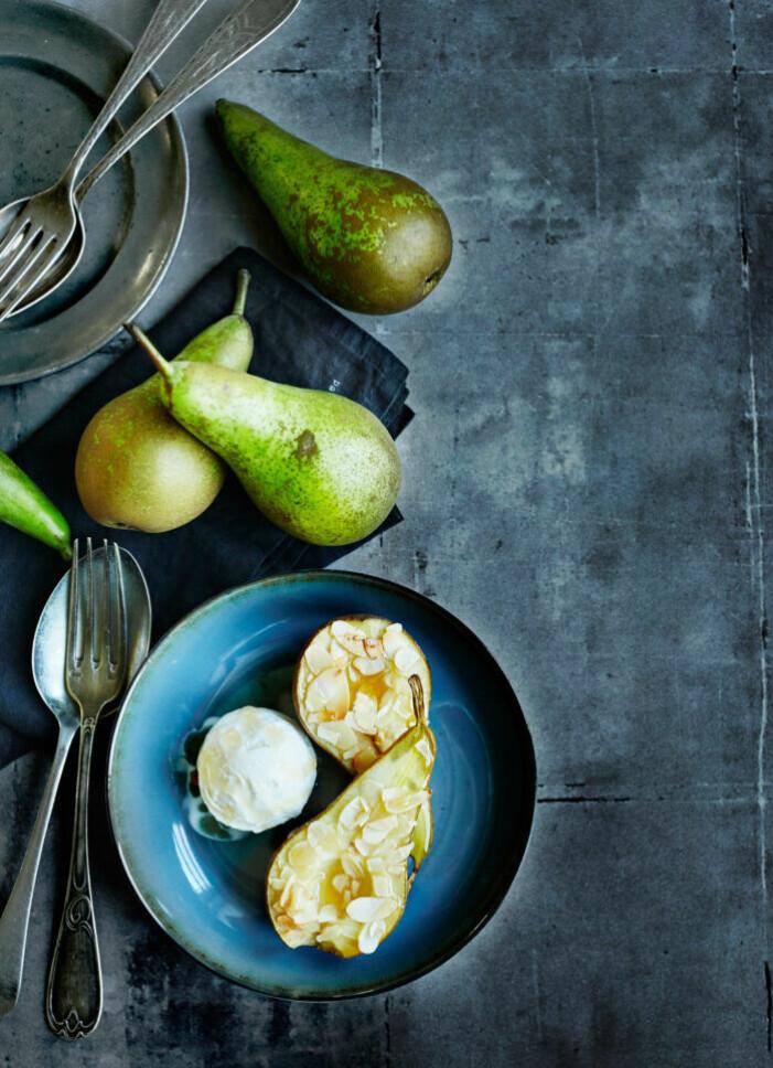 Recept på ingefärsglaserat päron med vaniljglass