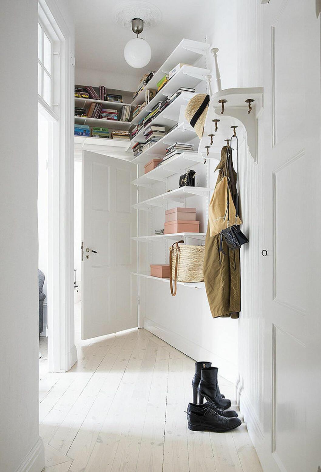 Compact living förvaring i den lilla hallen