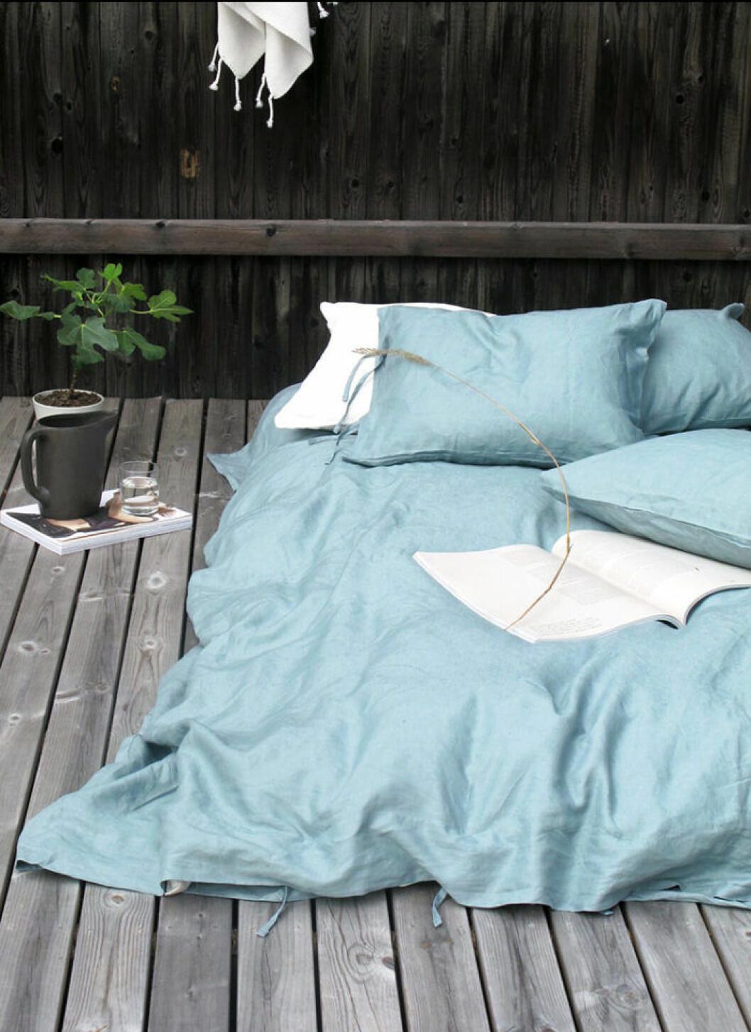 Testa att sova på balkongen om det är för varmt i sovrummet.
