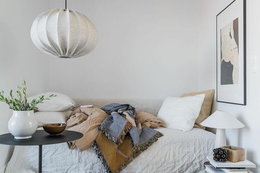 Kombinera soffa och säng i ett i den lilla bostaden