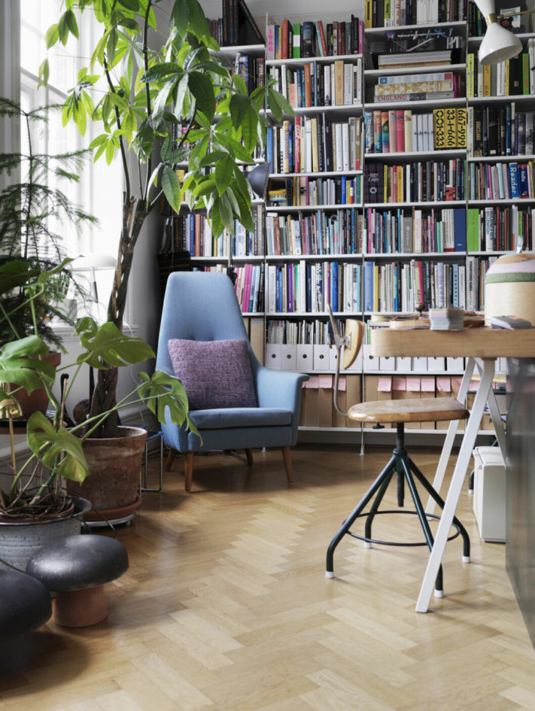 bokhylla i arbetsrum