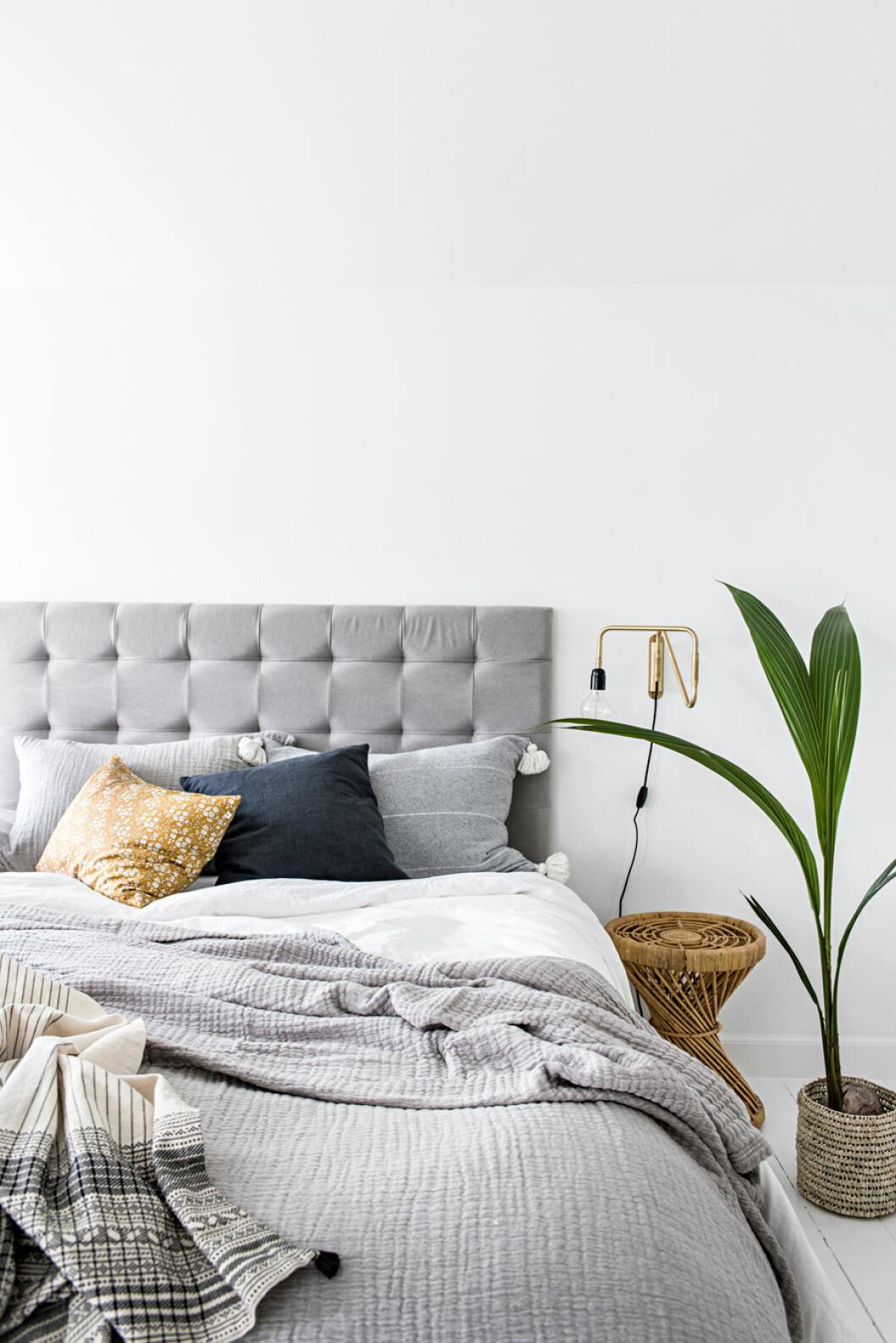 Grå sänggavel, sovrum