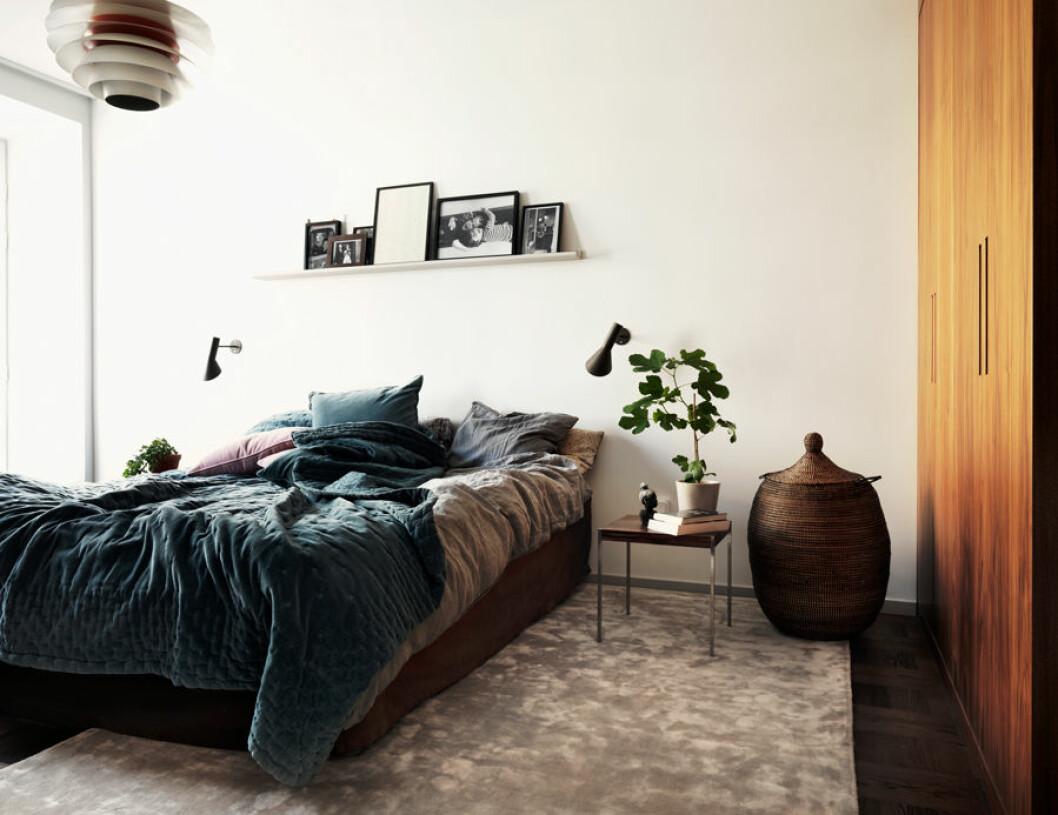 Sovrum med matta i sammet