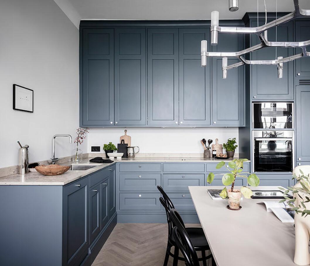 Högblanka, rostfria detaljer i köket är trendigt 2019