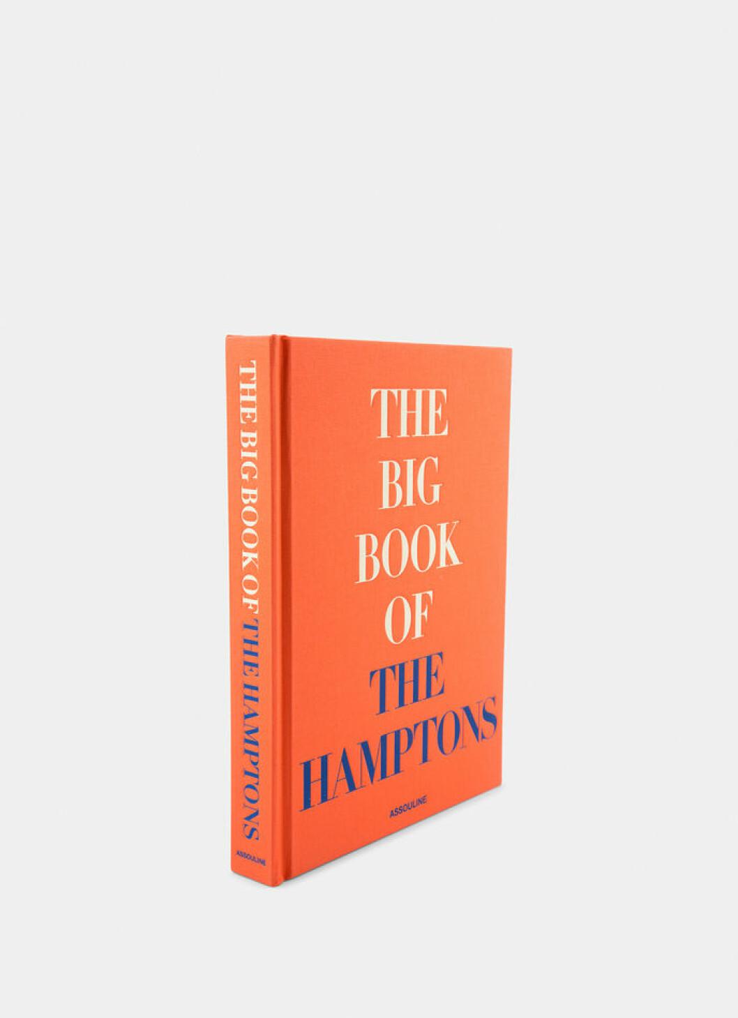 Inspirerande coffetable-boken The big book of the Hamptons från Assouline i vacker nyans av orange.
