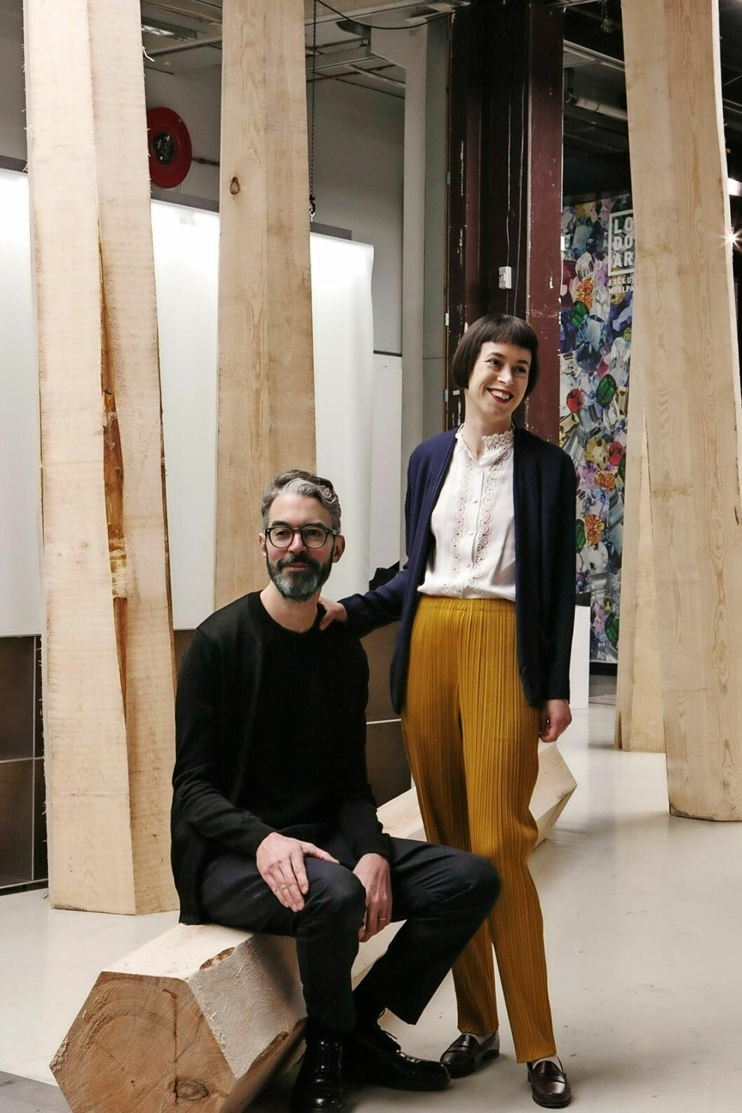 Ruxandra och Christian Halleröd i sin trendsutställning på Stockholm Furniture Fair 2018. Trä är ett favoritmaterial och i utställningen var det furu som var i fokus. En viktig samarbets-partner till utställningen var Svenskt Trä.