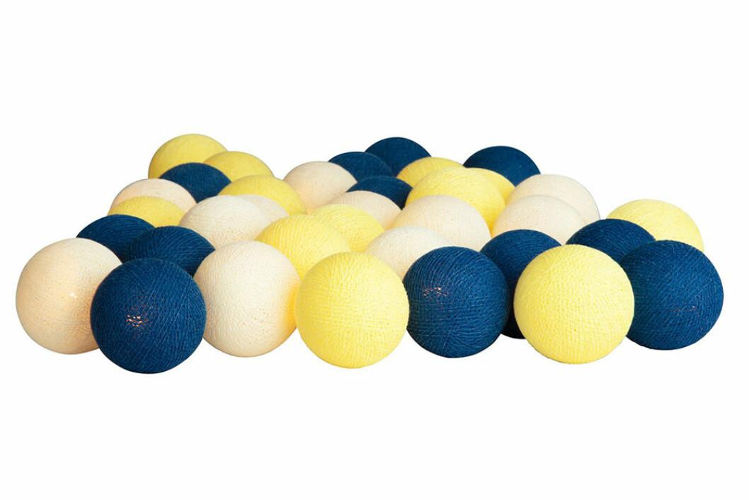 ljusslinga med bollar i gult och blått från Irislights