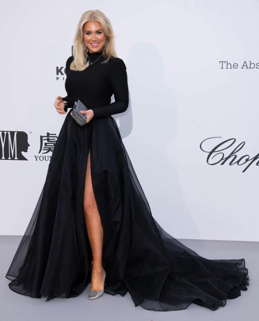 Isabella Löwengrip i svart klänning med tyll och släp