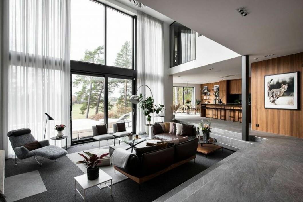 Isabella Löwengrip säljer sin lyxvilla – här är bild på vardagrummet