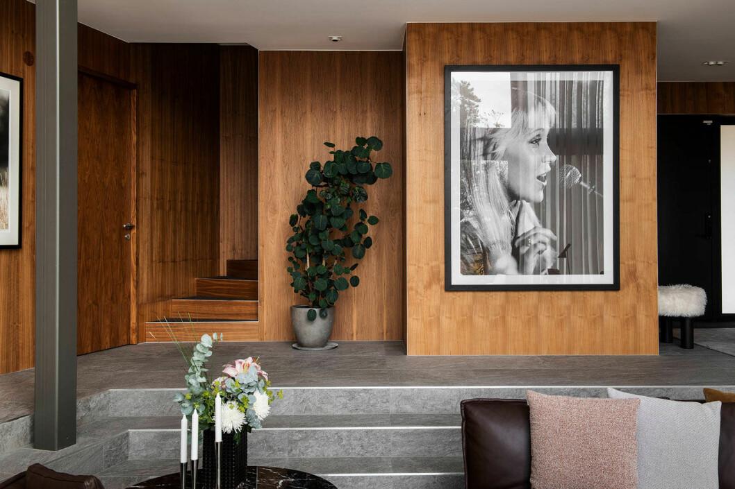 Isabella Löwengrip säljer sin lyxvilla – här är bild på vardagsrummet
