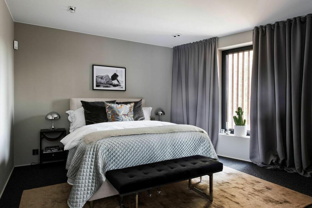 Isabella Löwengrip säljer sin lyxvilla – här är bild på sovrummet