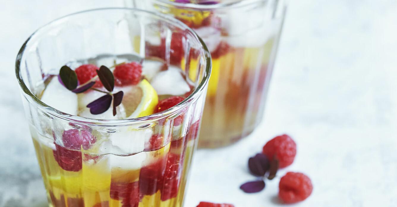 Recept på iste-cocktail med hallon och citron