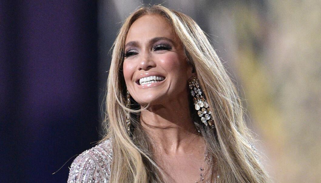 Jennifer Lopez fina videos och bilder med dotter och mamma!