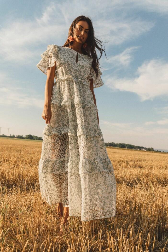 blommiga klänningar midsommar 2021