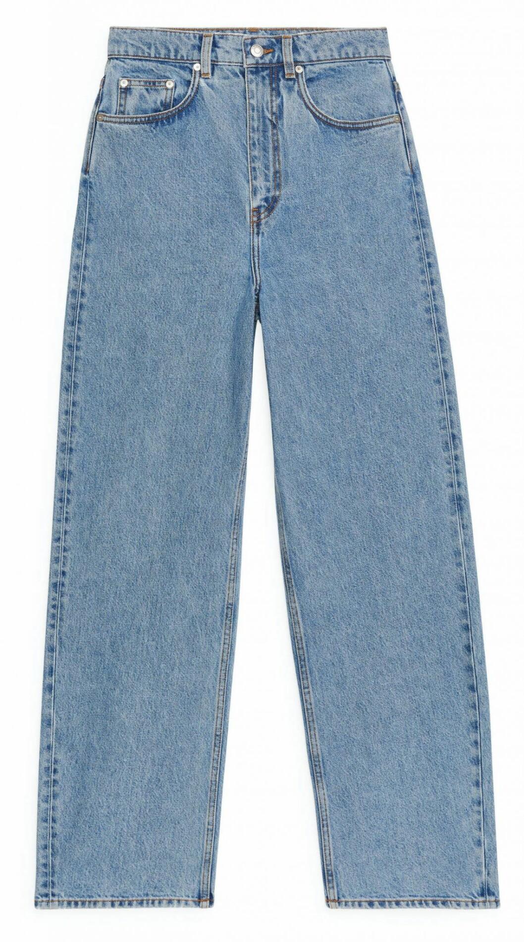 Jeans i ljusblå tvätt och hög midja från Arket
