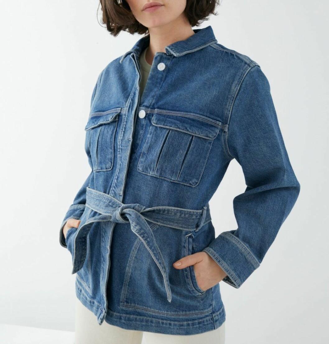 jeansjacka med midjebälte från & other stories.