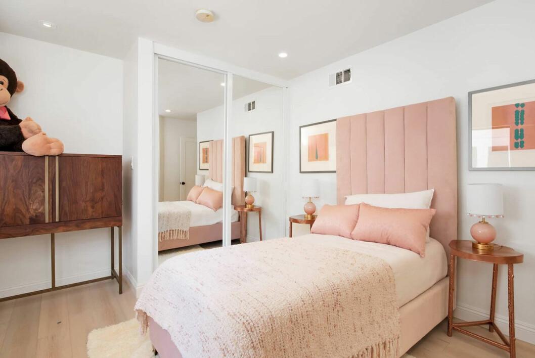 Bild på ett av Jennifer Lopez nya sovrum