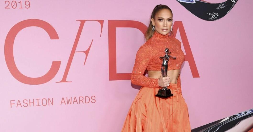 Jennifer Lopez i röd klänning