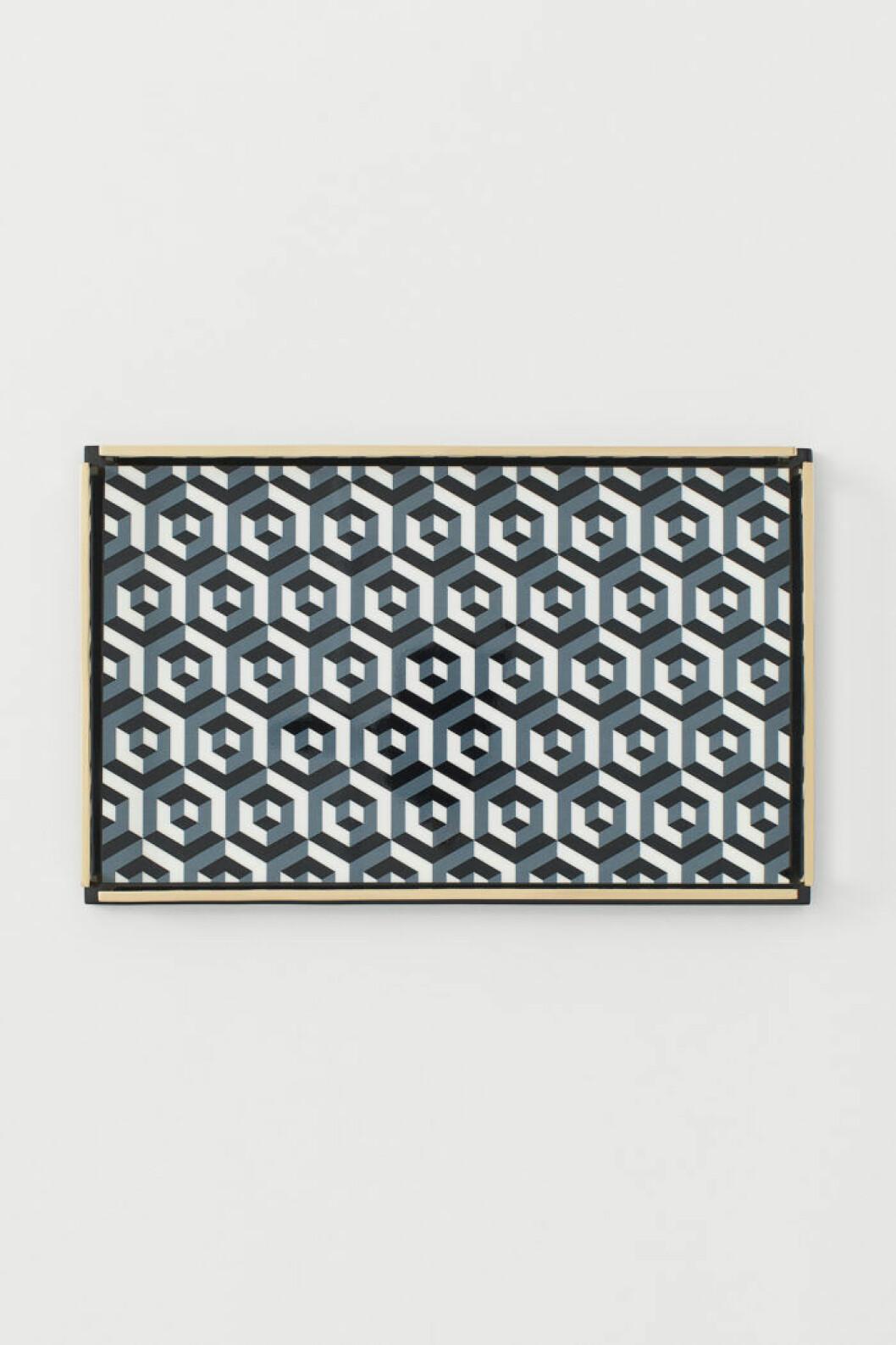 Mönstrad bricka i svart, vitt och grått från Jonathan Adler x H&M