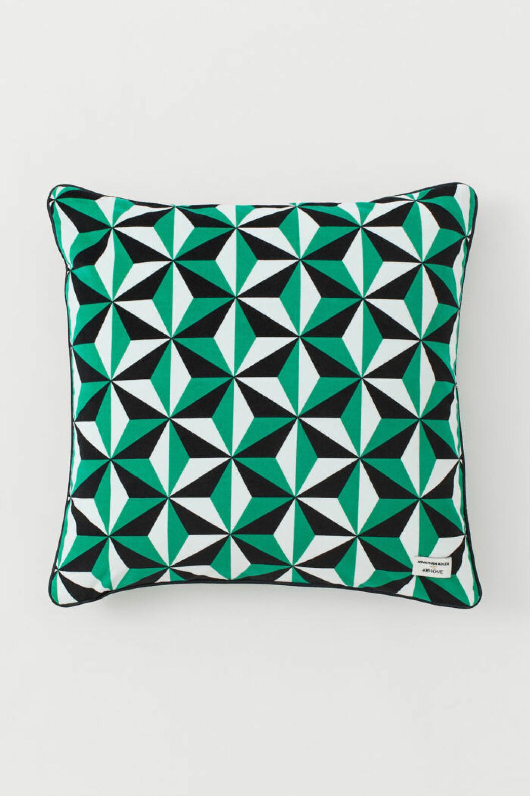 Kudde med grafiskt mönster från Jonathan Adler x H&M