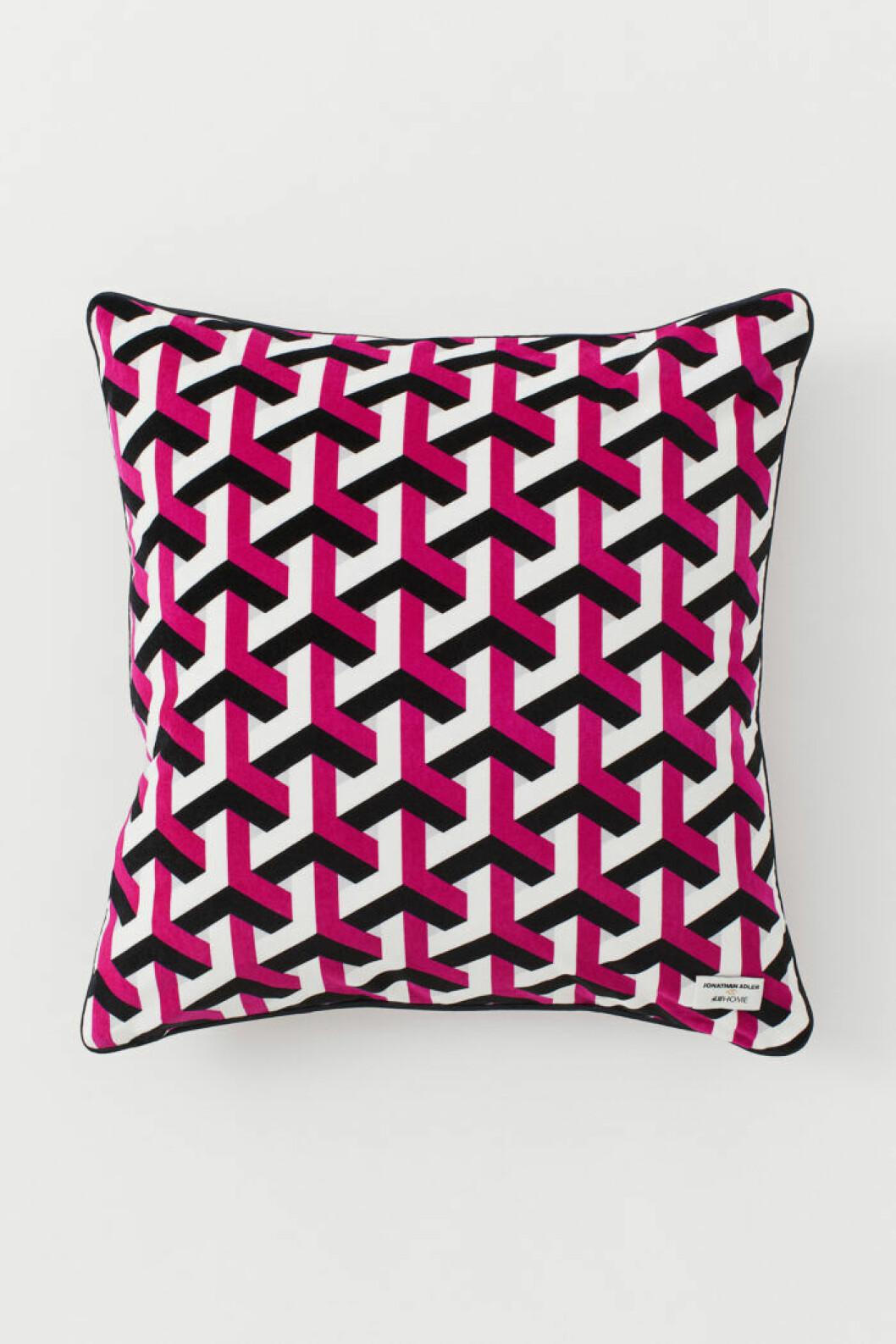 Rosa kudde med grafiskt mönster från Jonathan Adler x H&M