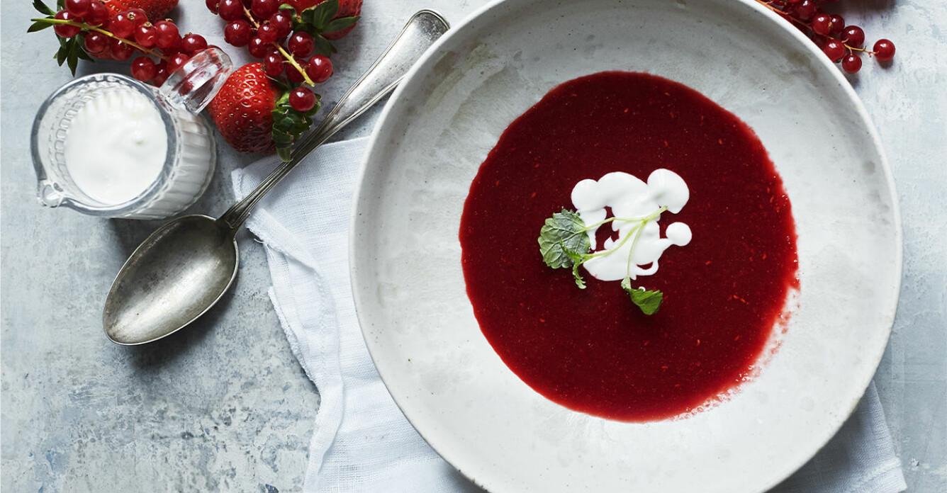 Recept på jordgubbssoppa med vaniljgrädde