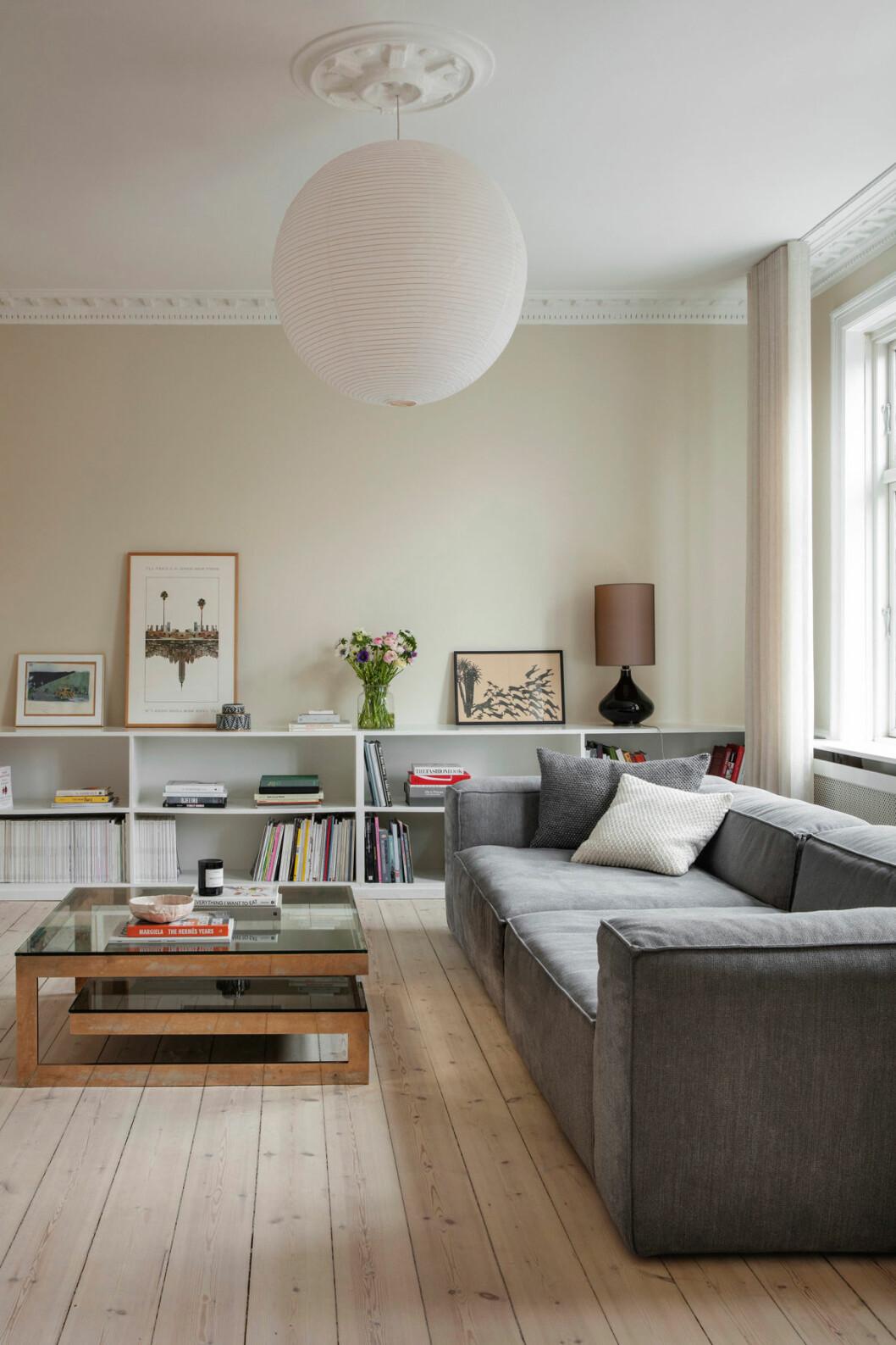 Hemma hos Josephine soffa hylla vardagsrum Elle decoration