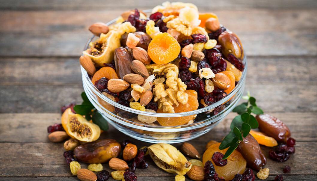 Torkad frukt och nötter är både gott och nyttigt!