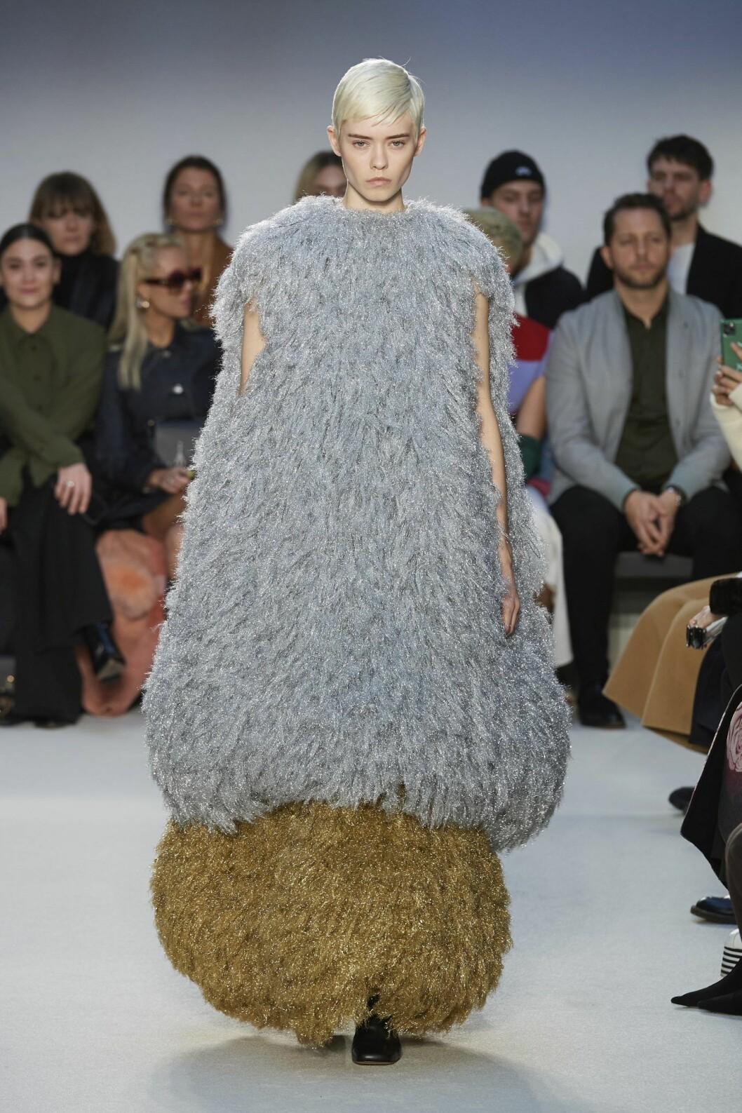 Klänning med volym nertill, ballongklänning