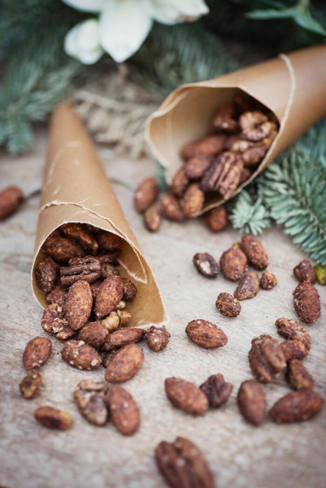 Kanel- och chilikryddade julnötter.