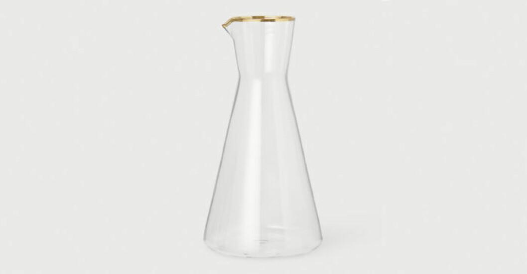 Glaskaraff med guldkant till frukosten från H&M Home