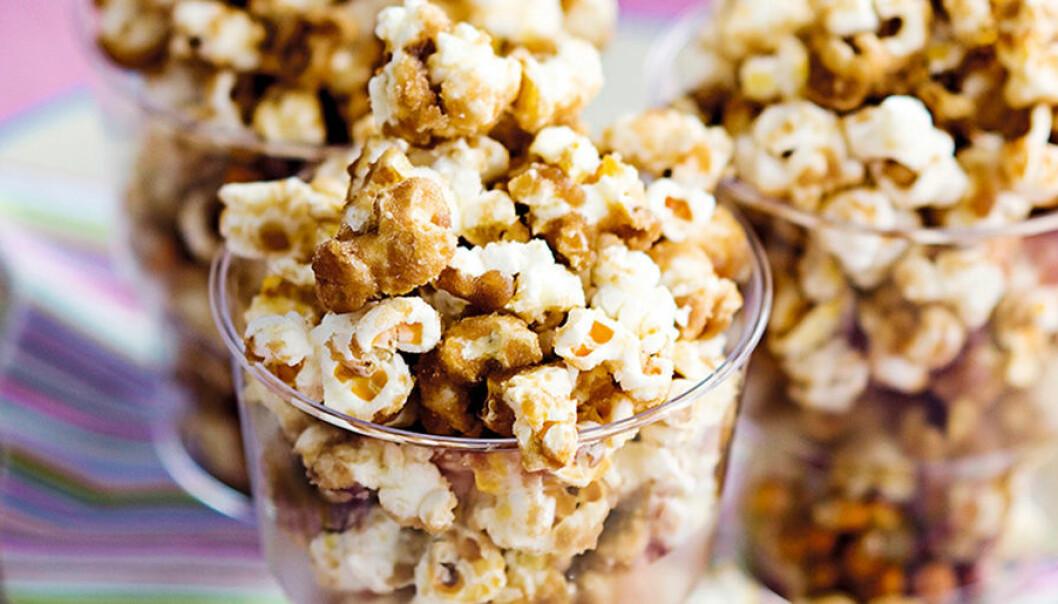 Karamelliserade popcorn.