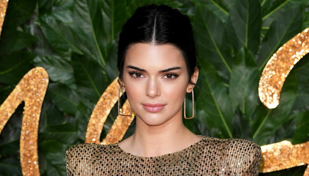 Kendall Jenner i mörkt hår