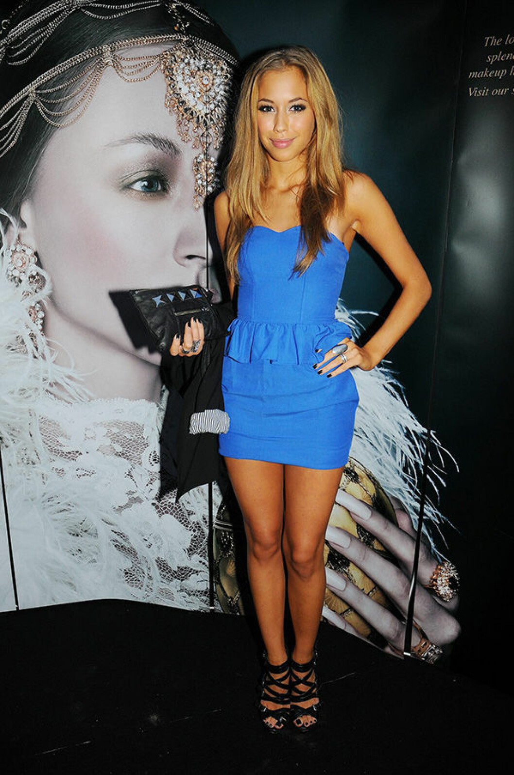 En bild på Kenza Zouiten på lanseringen av Make Up Stores kollektion Czarinna 2009.