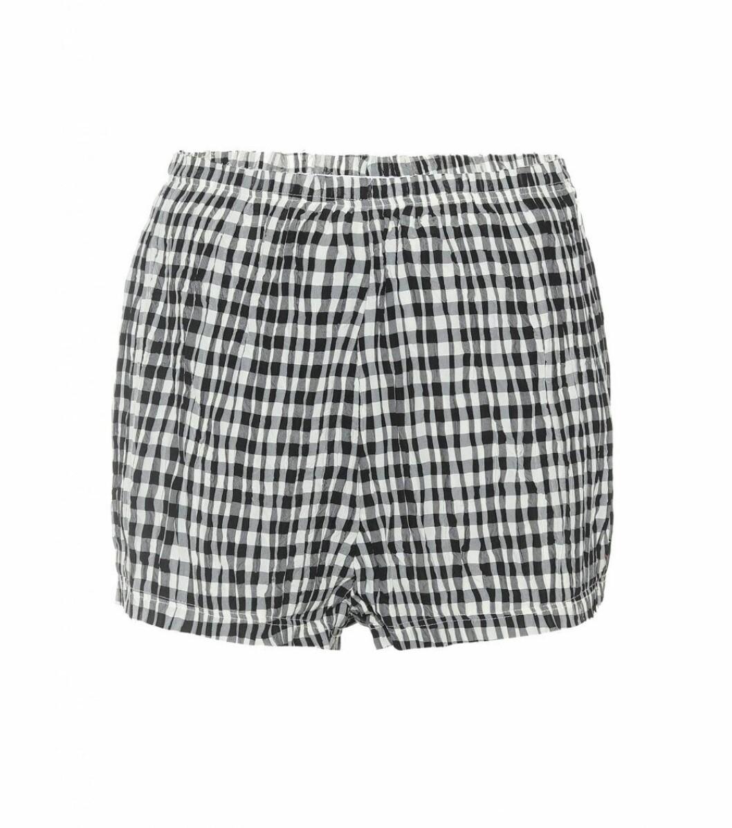 rutiga shorts från Khaite x Mytheresa.