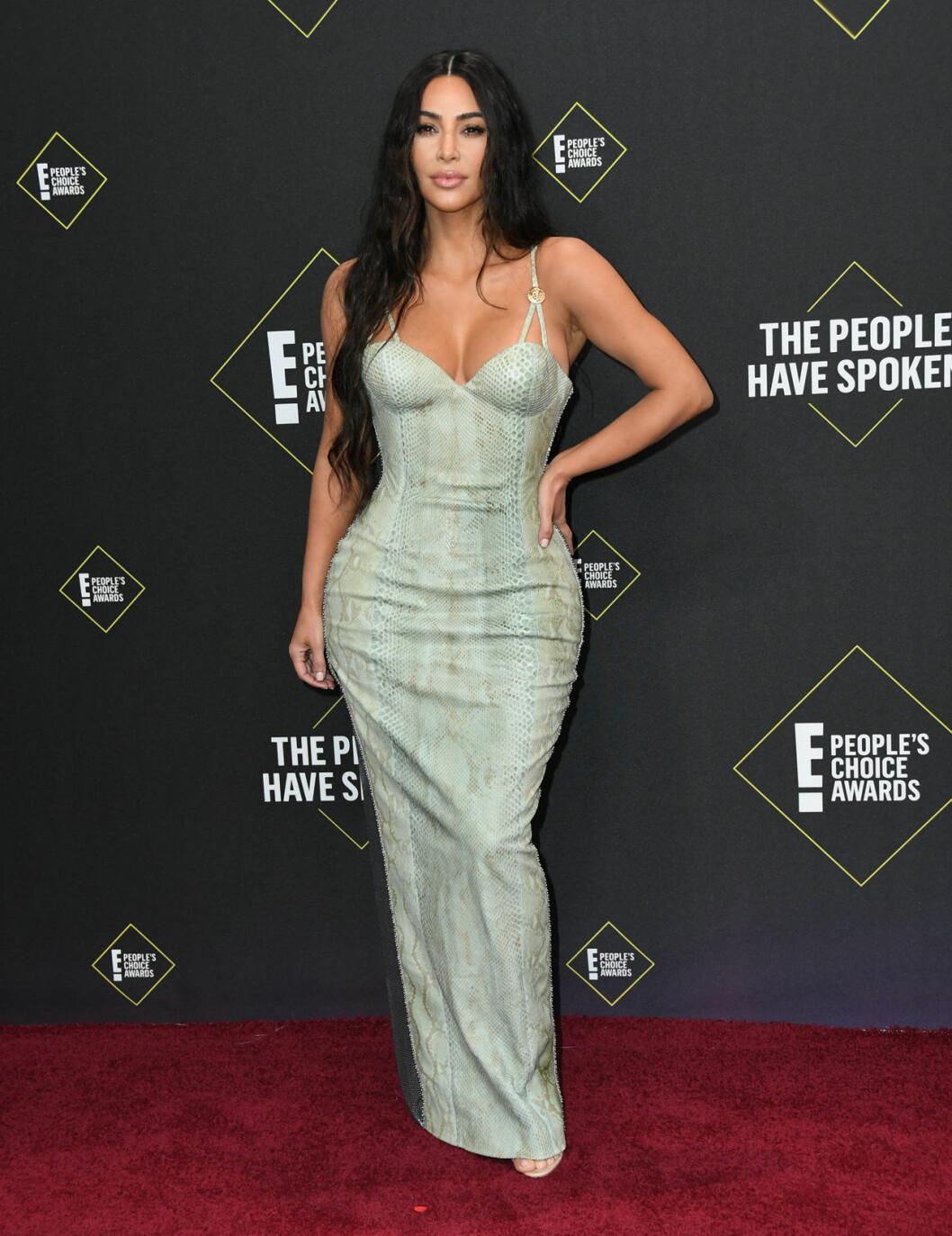 Kim Kardashian på röda mattan på People's Choice Awards 2019