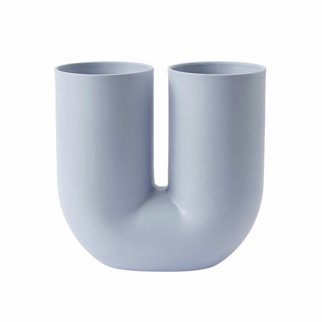 Vasen Kink från Muuto i ljusblått
