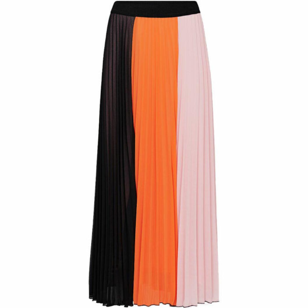 Kjol i plisserat material och olika färger