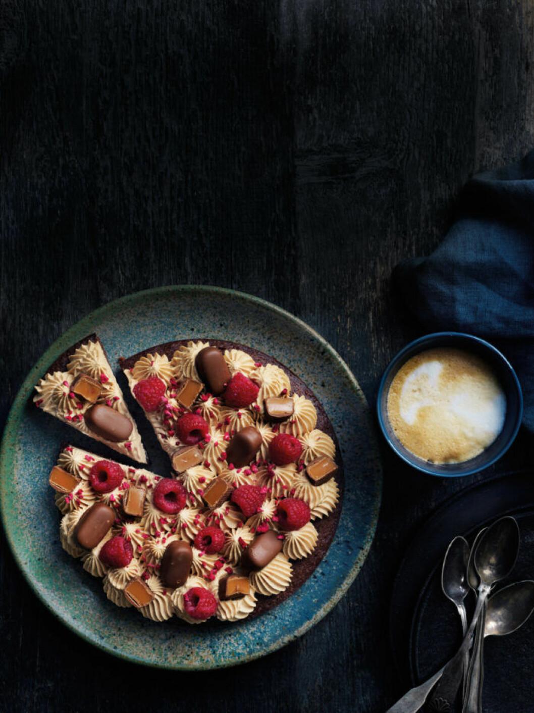 Recept på kladdkaka med Dumleskum och hallon
