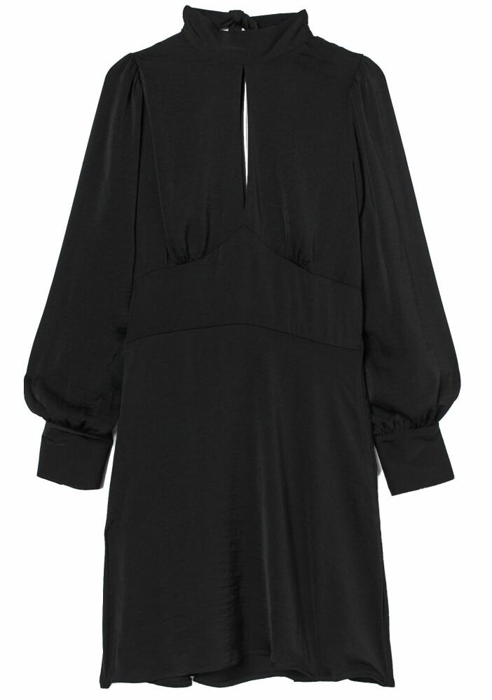 Klänning från H&M med dekorativ rygg.