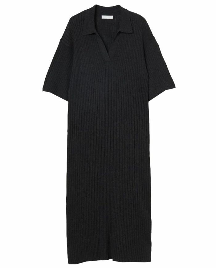 stickad klänning med krage
