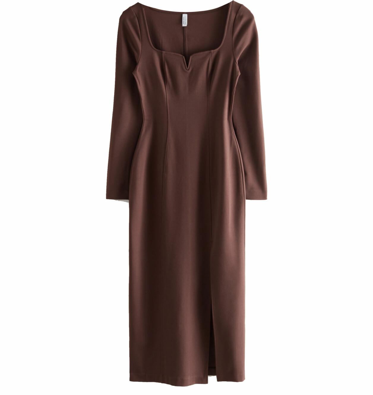 brun klänning med slits