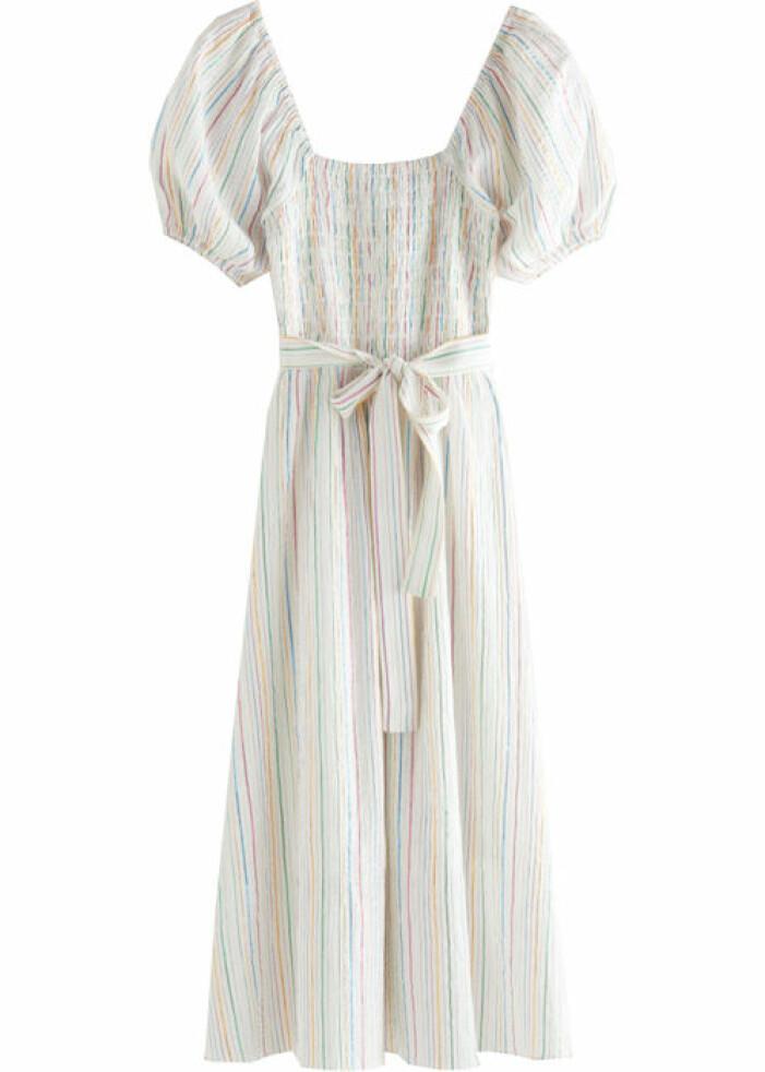 ransig klänning med puffärm