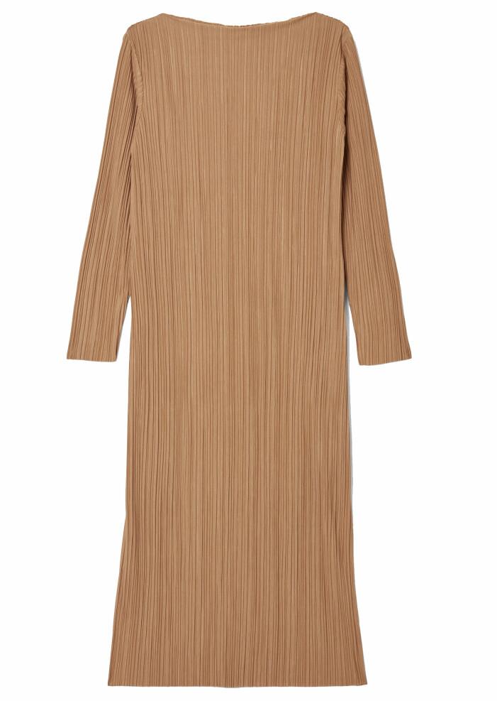 plisserad brun klänning
