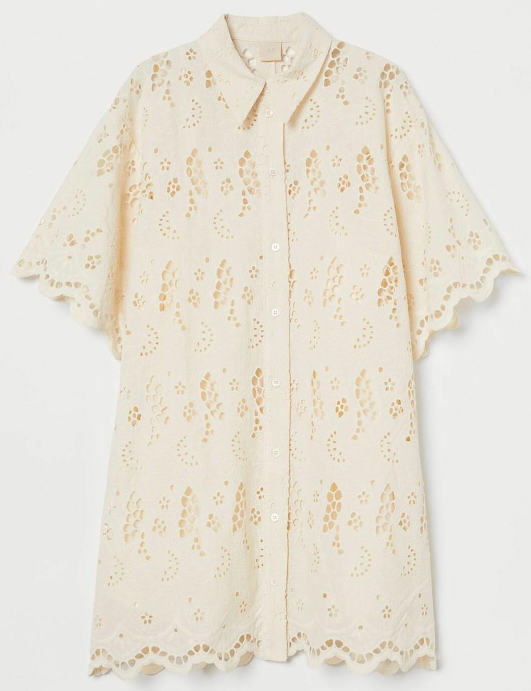 kort klänning från H&m med broderi.